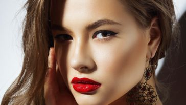 Step by Step Party Make Up Tips to Get a Glowing Effect